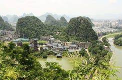 Karst Bergen en Mulong-Pagode in Guilin, China Stock Foto's