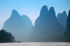 Karst mountains at Li river near Yangshuo, Guangxi pro Royalty Free Stock Images