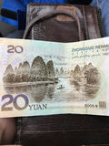 Karstberg och flod på sedel 20 yuans Arkivfoto