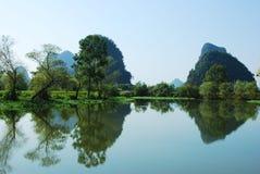 Karstlandskap i Guilin, Kina Arkivbild