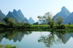Karstlandskap i Guilin, Kina Arkivfoton