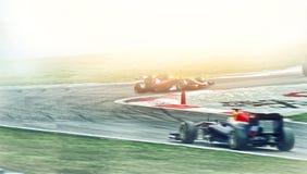 Kart пересекая гонщика финишной черты стоковые фотографии rf