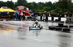 Kart het rennende of karting verschuiven karts stock foto