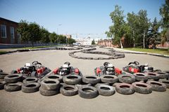 Kart Racing. Bilar på gropstoppet. Royaltyfri Bild