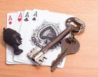 Karta do gry i klucz maskotka Obrazy Royalty Free