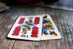 Karta do gry na drewnianym stole zdjęcie royalty free