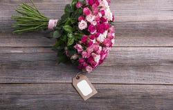 Karta i bukiet róże Zdjęcia Stock