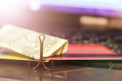 Karta kredytowa i połów haczymy, cyganienie na internecie fotografia royalty free