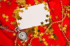 Karta na czerwonym tle z zegarem Obrazy Stock