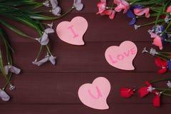 Karta z wiadomości miłością Ty na liście na drewnianym tle Zdjęcia Stock