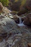 Kartbokberg och vattenfall morocco Royaltyfri Fotografi