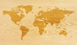 Karte auf hölzerner Beschaffenheit Stockfotos