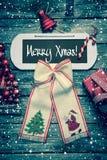 Karte der frohen Weihnachten mit Text - Dekoration in der Weinleseart Stockbilder