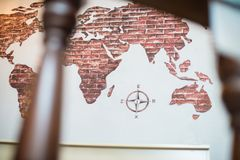 Karte der Welt, Erdkarte, Karte mit compas stockfotos