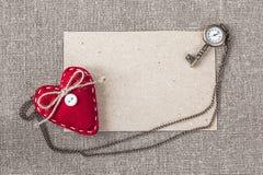 Karte des leeren Papiers mit Herzen und Uhren als Schlüssel Stockbilder