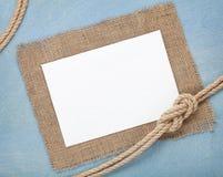 Karte des leeren Papiers mit Schiffsseil Stockbild