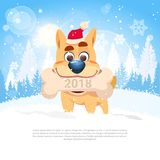 Karte des neuen Jahr-2018 mit dem netten Hund, der Knochen in Winter Forest Landscape Template Holiday Card hält Stockfotos