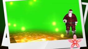 Karte des neuen Jahres, belebte Vater Weihnachten und sein danther, die mit lustigem Schwein tanzen stock abbildung