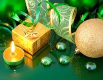 Karte des neuen Jahres mit grünen Kugeln Stockfotos