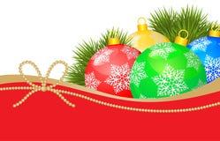 Karte des neuen Jahres mit Tannenzweigen und Bällen verzierte Schneeflocken Stockbild