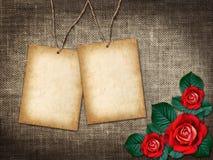 Karte für Einladung oder Glückwunsch mit roten Rosen Stockfotos