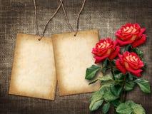 Karte für Einladung oder Glückwunsch mit roten Rosen Stockfotografie