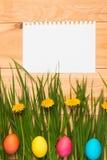 Karte für Ostern mit Ostereiern Lizenzfreies Stockfoto