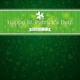 Karte für Tag St. Patricks mit Text und viel shamr Lizenzfreie Stockbilder