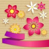 Karte mit einfachen Blumen und Band Lizenzfreie Abbildung