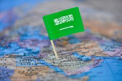 Karte mit Flagge von Saudi-Arabien stockfotografie