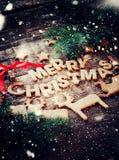 Karte mit frohen Weihnachten von den Lebkuchen-Plätzchen Stockfotografie
