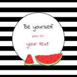 Karte mit rundem Platz für den Text gestreift mit Wassermelone Stockfotografie