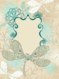 Karte mit schöner Libelle und Blumen Lizenzfreie Stockfotos