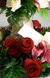 Karte und Blumen stockfotos