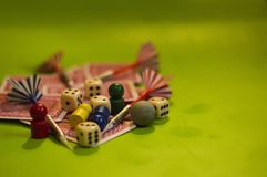 Karte und Brettspielelemente stockbilder