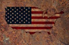 Karte und Flagge der USA auf rostigem Metall lizenzfreies stockbild