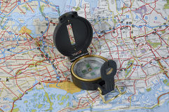 Karte und Kompaß stockfoto
