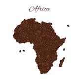 Karte von Afrika schuf von den Kaffeebohnen, die auf einer Weißrückseite lokalisiert wurden Stockbild