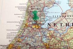 Karte von Amsterdam mit Druckbolzen Stockfotografie