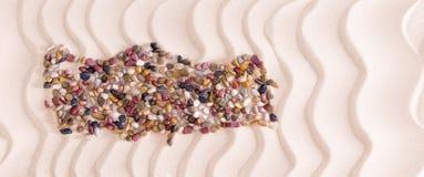 Karte von der Türkei bildete sich mit Kieseln auf Strand Stockfotografie
