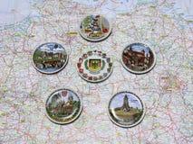 Karte von Deutschland-Andenkenplatten von verschiedenen Städten und von Plätzen Lizenzfreies Stockfoto