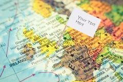 Karte von Großbritannien mit weißer Flagge Stockbilder
