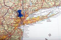 Karte von New York in den USA mit Druckbolzen Lizenzfreies Stockfoto