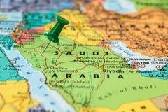 Karte von Saudi-Arabien mit einem grünen Druckbolzen fest stockfoto