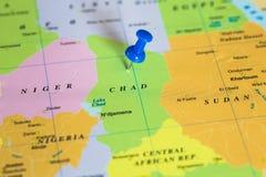 Karte von Tschad mit einem blauen Druckbolzen fest stockfoto