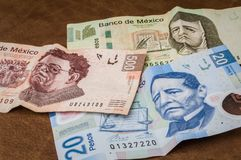Karten von 20, 200 und 500 mexikanischen Pesos scheinen, traurig zu sein Lizenzfreie Stockfotografie