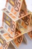 Kartenhaus von 50 Eurobanknoten Lizenzfreies Stockfoto