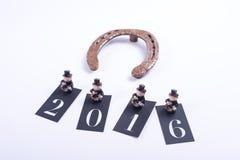 Kartenkonzept für guten Rutsch ins Neue Jahr 2016 mit Hufeisen Lizenzfreie Stockbilder