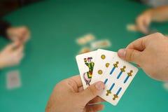 Kartenspiel mit neapolitanischen Karten Stockbilder