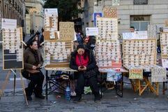 Kartenverkäufer der spanischen Weihnachtslotterie in Solenoid stockbild